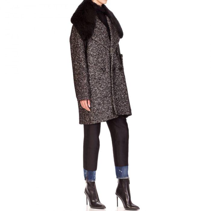 Модные тренды осень-зима 2019-2020: короткое пальто с меховым воротником