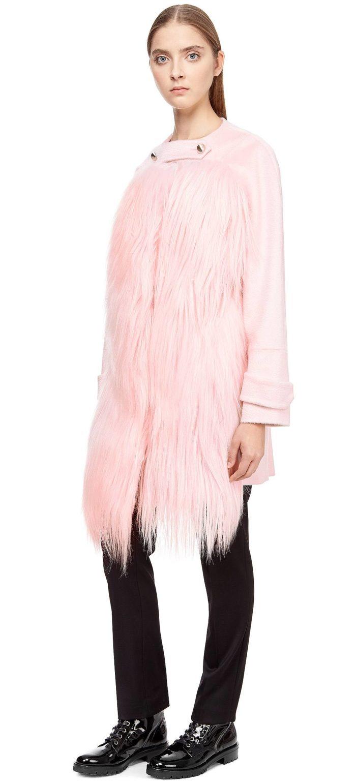Модные тренды осень-зима 2019-2020: короткое меховое пальто