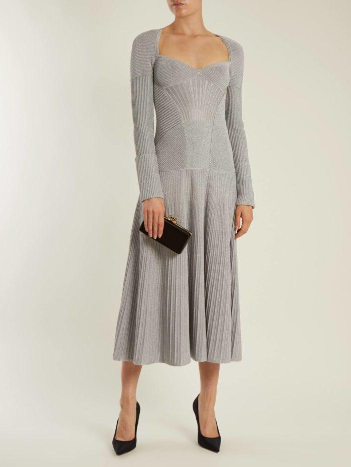 длинное вязаное платье клеш
