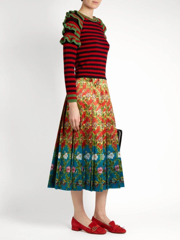 полосатый свитер с оборками