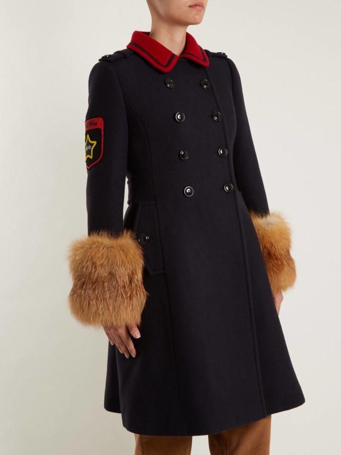 Модные тренды осень-зима 2019-2020: пальто милитари с мехом на рукавах