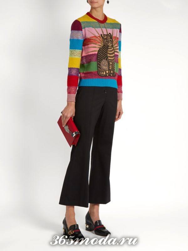 свитер в полоску с изображением осень-зима