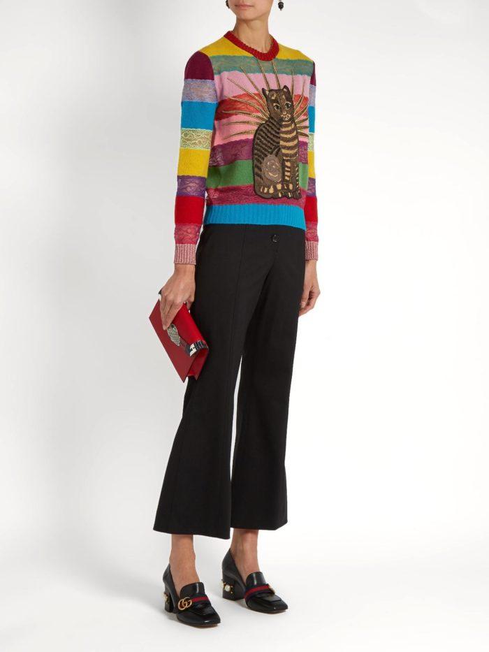 свитер в полоску с изображением