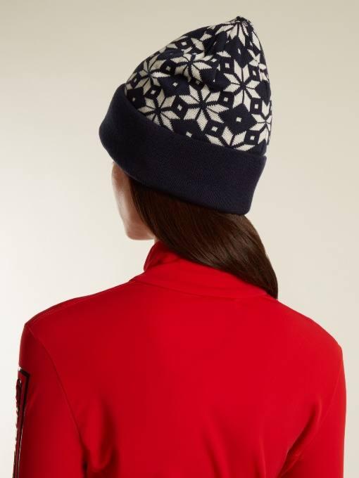вязаная шапка с принтом и отворотом осень-зима