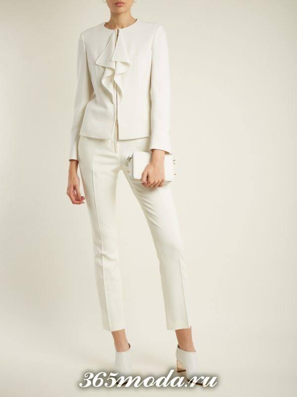 белый костюм с укороченными брюками осень-зима