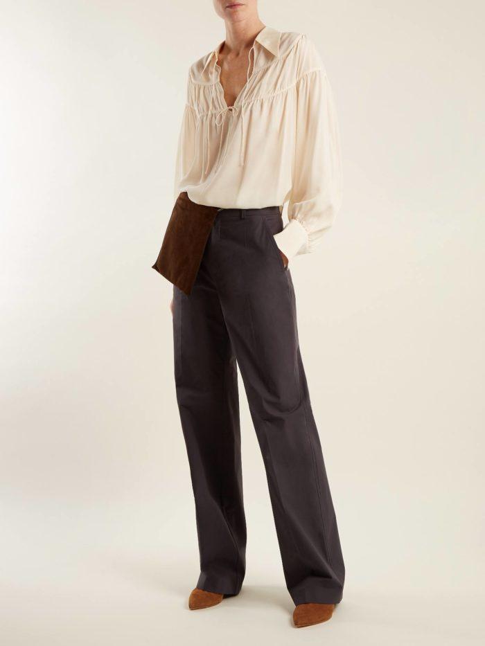 Модные тренды осень-зима 2019-2020: прямые серые брюки