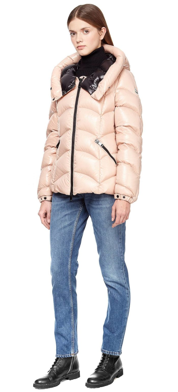 Модные тренды осень-зима 2019-2020: короткая куртка-пуховик