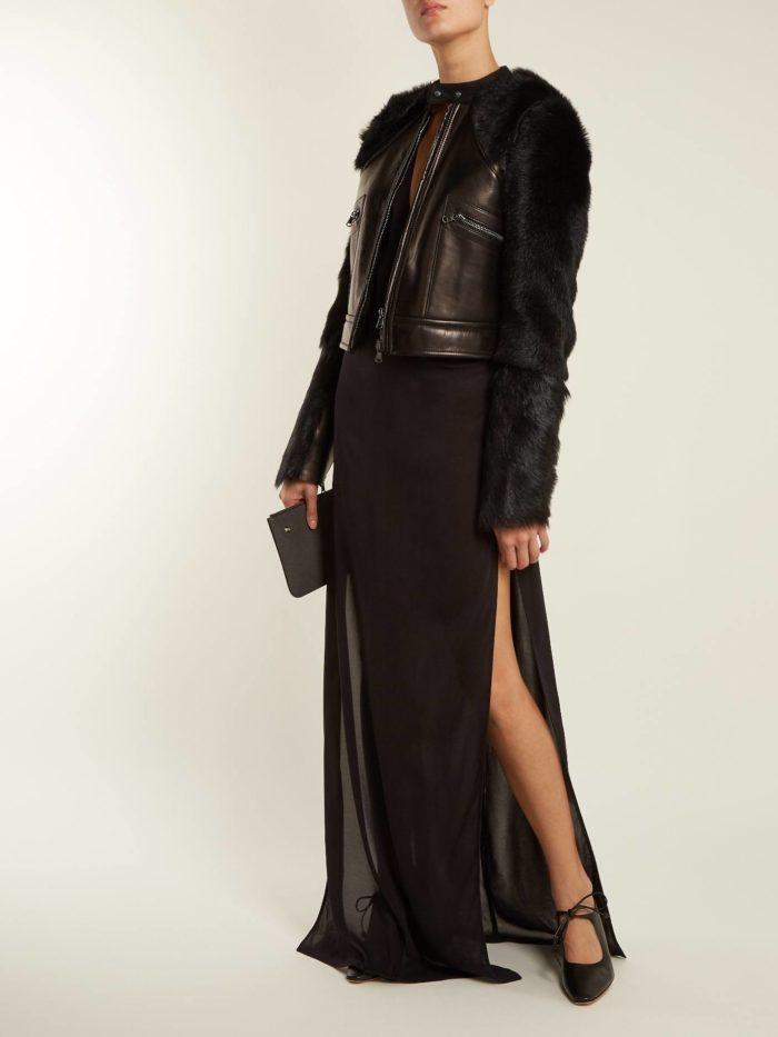 Модные тренды осень-зима 2019-2020: кожаная куртка с меховыми рукавами