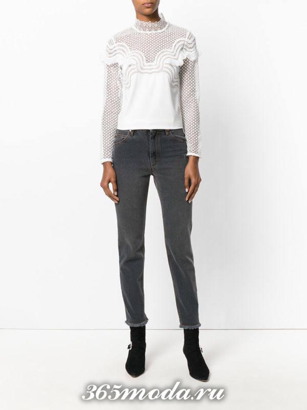 укороченные прямые серые джинсы