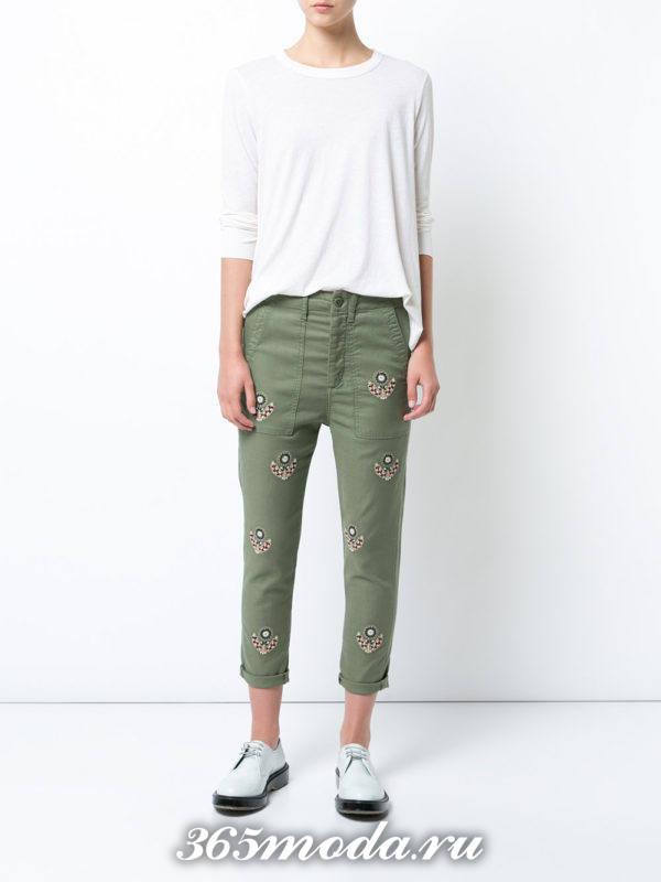 укороченные зеленые джинсы бойфренды