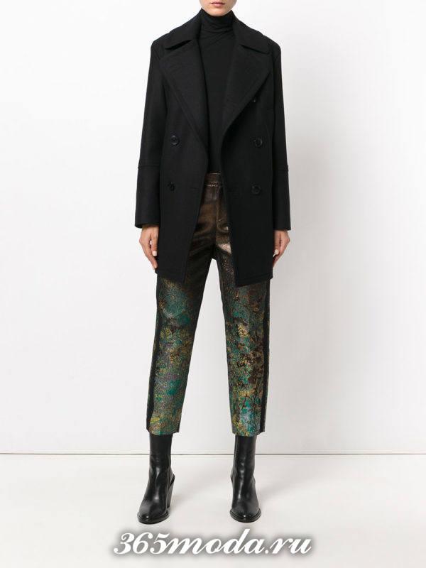 укороченные темные брюки с изображением
