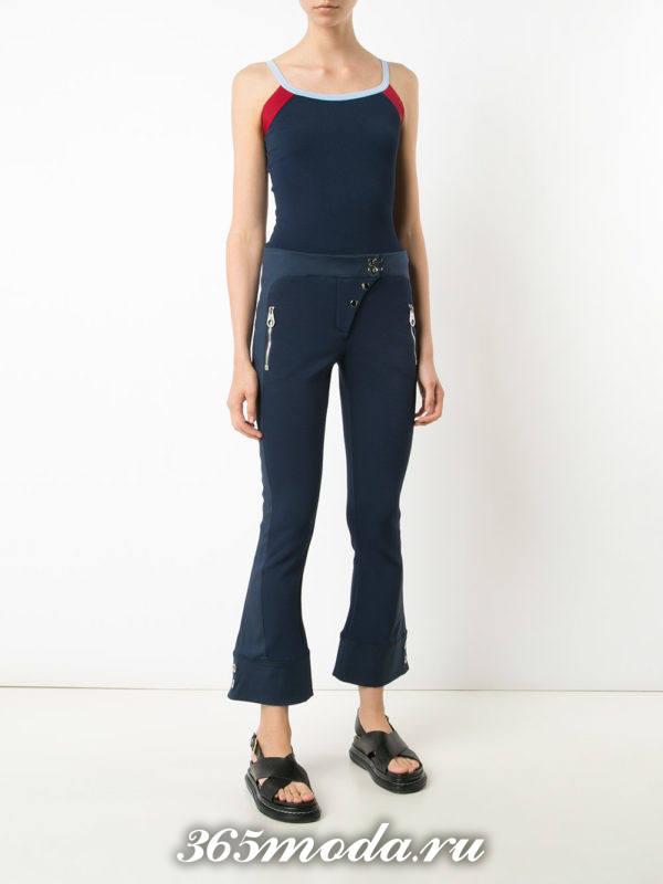 укороченные синие брюки клеш