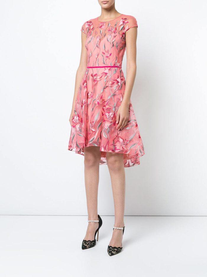 розовое асимметричное короткое платье с принтом на выпускной