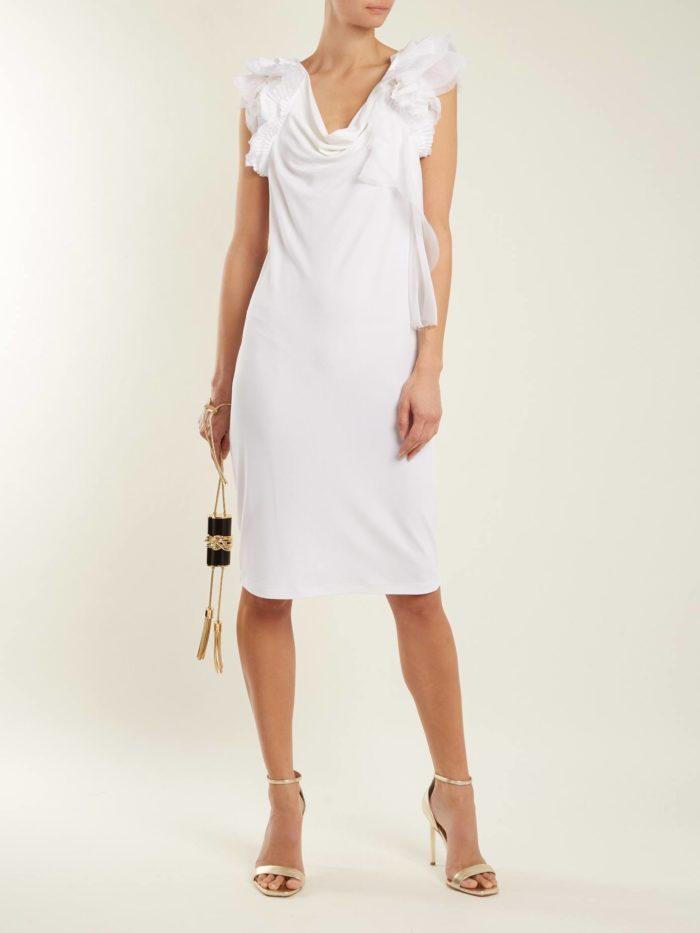 белое короткое платье футляр с оборками на выпускной