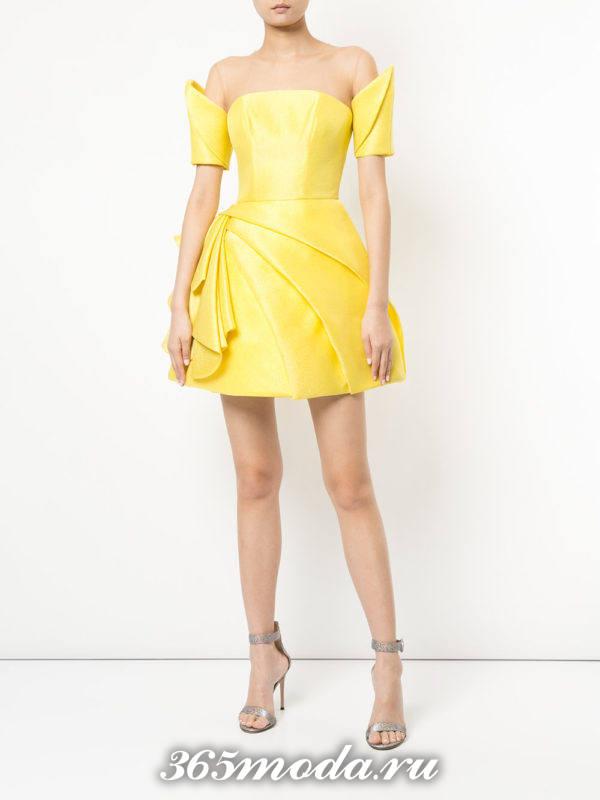 желтое пышное короткое платье на выпускной