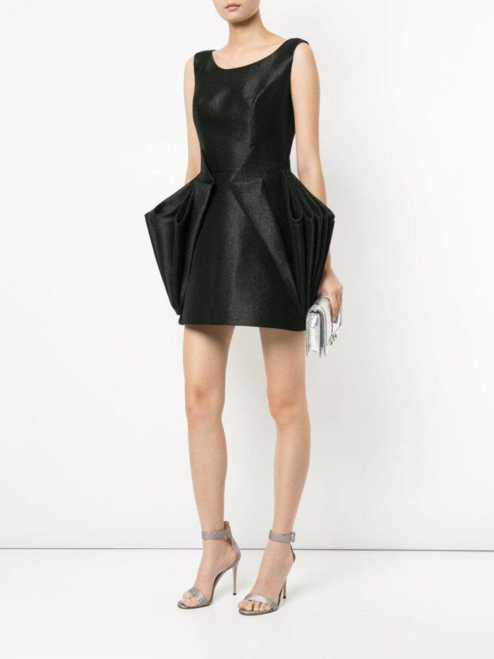 короткие платья на выпускной: черное тюльпан