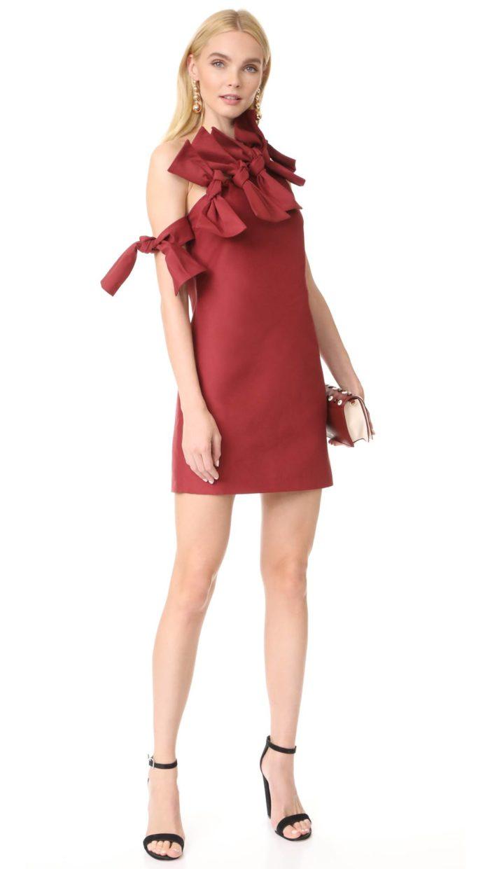платье короткое на выпускной: с бантиками красное