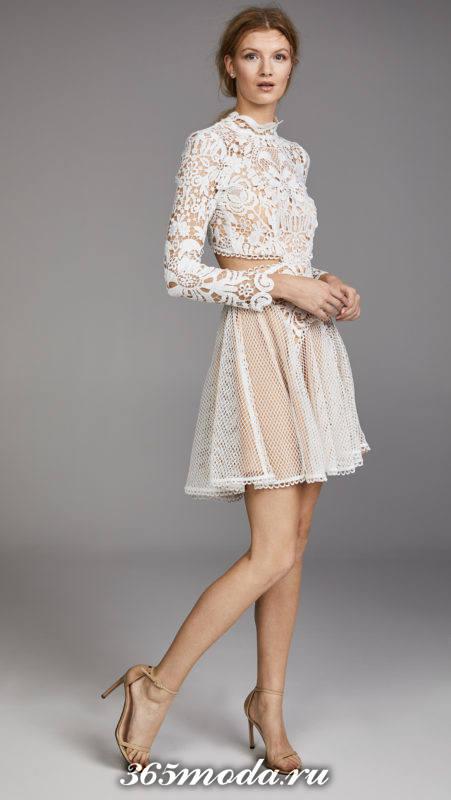 короткое белое платье с вырезами на выпускной