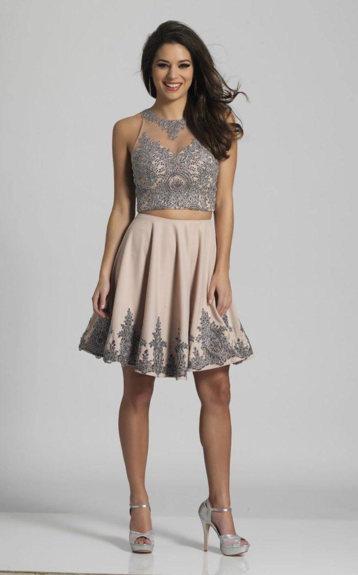 выпускное короткое платье: клеш с декором
