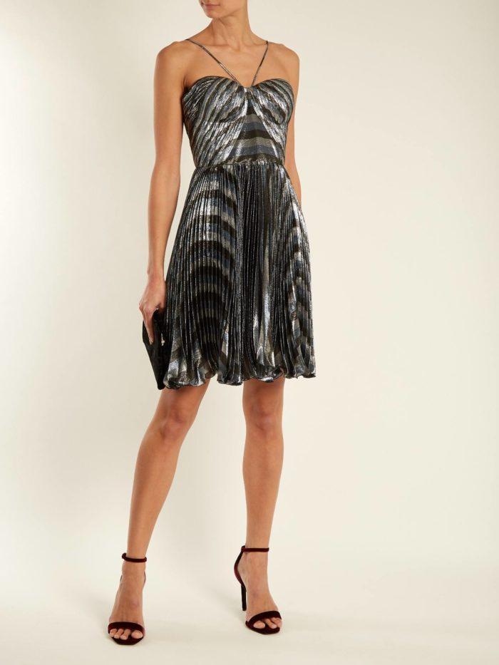 короткое платье на выпускной: плиссе серебристое