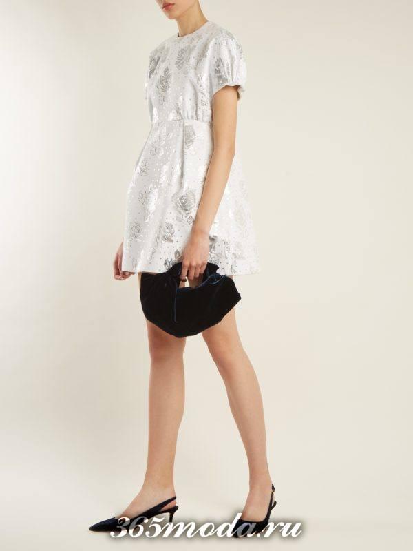 короткое белое платье тюльпан с цветочным принтом на выпускной