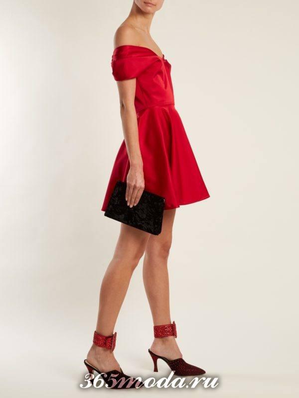 короткое красное платье с открытыми плечами на выпускной