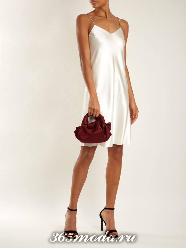 короткое белое платье в бельевом стиле на выпускной