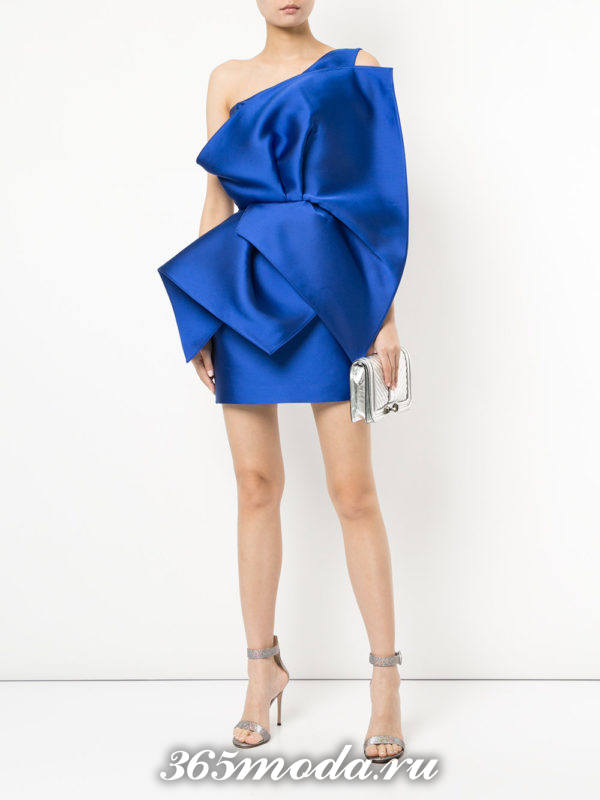 асимметричное синее короткое платье на выпускной