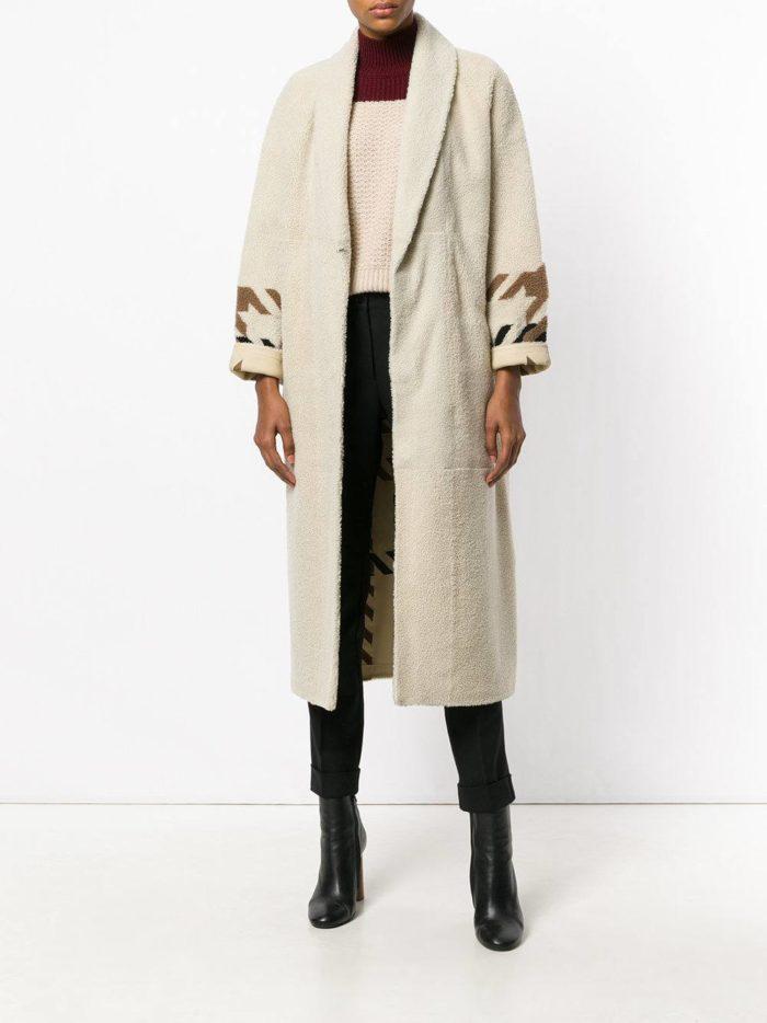 Верхняя одежда осень-зима 2019-2020: светлое миди пальто с декором