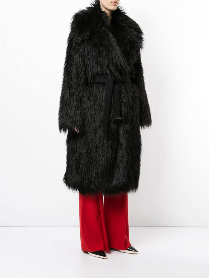 Верхняя одежда осень-зима 2019-2020: черная миди шуба с поясом
