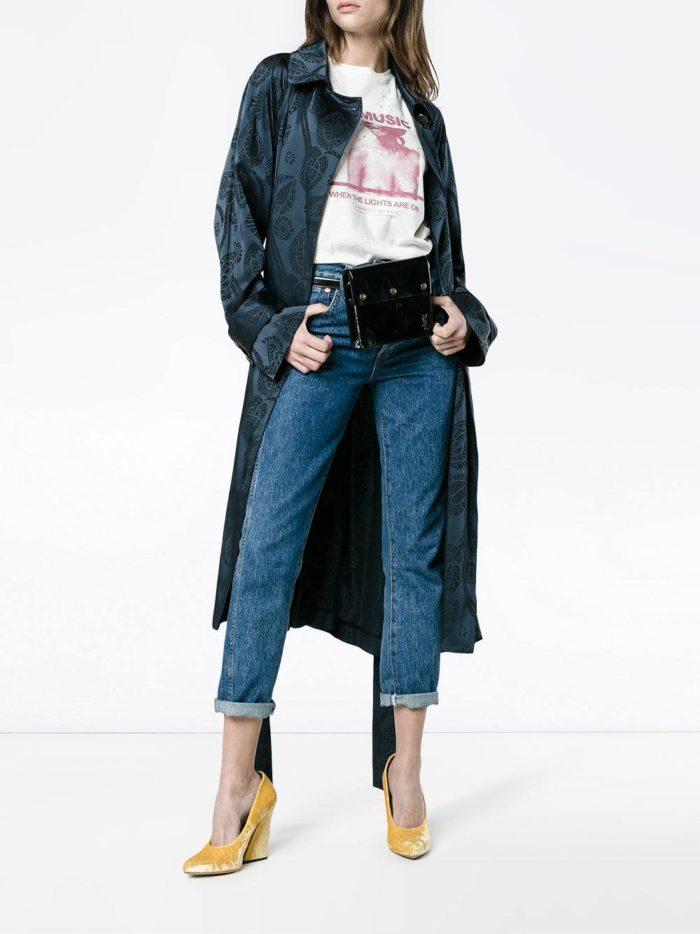 Верхняя одежда осень-зима 2019-2020: синий плащ с принтом