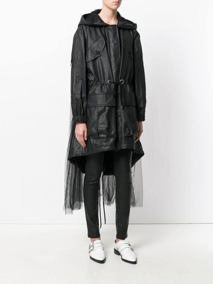 Верхняя одежда осень-зима 2019-2020: черный плащ с фатином