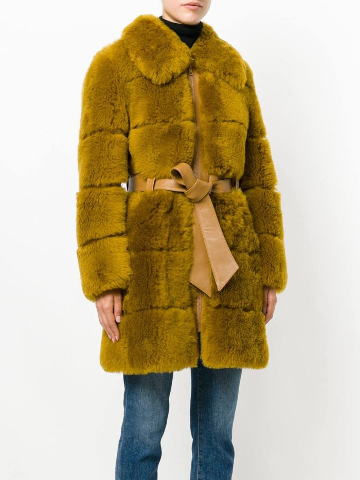 Верхняя одежда осень-зима 2019-2020: зеленая шуба с воротником