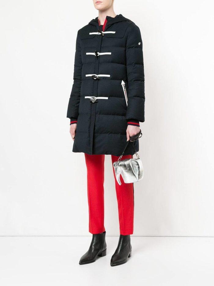 Верхняя одежда осень-зима 2019-2020: черный пуховик с декором