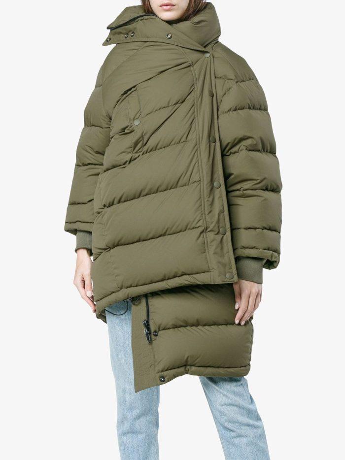 Верхняя одежда осень-зима 2019-2020: асимметричный зеленый пуховик