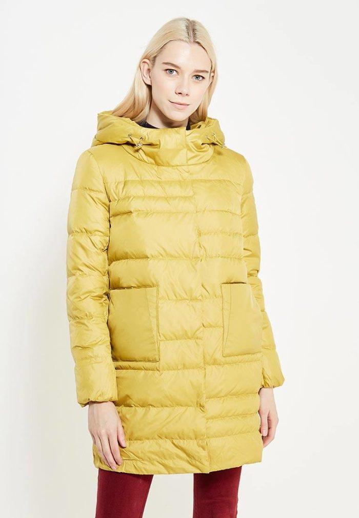 Верхняя одежда осень-зима 2019-2020: желтый пуховик с накладными карманами