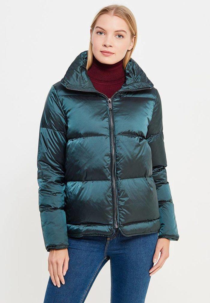 Верхняя одежда осень-зима 2019-2020: короткий блестящий пуховик