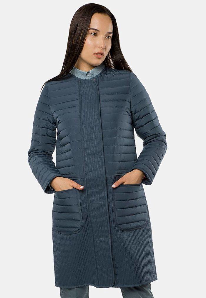 синяя стеганая куртка без воротника