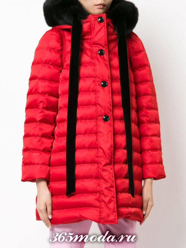 красная стеганая куртка с капюшоном осень-зима