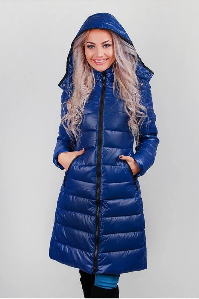 стеганая синяя куртка с капюшоном