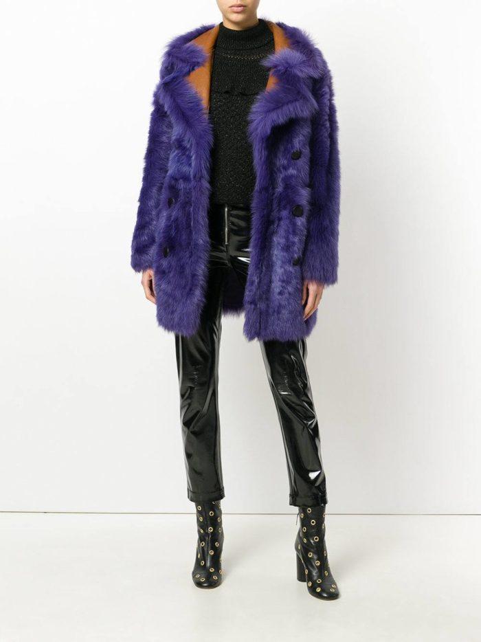 Верхняя одежда осень-зима 2019-2020: короткая яркая шуба с воротником