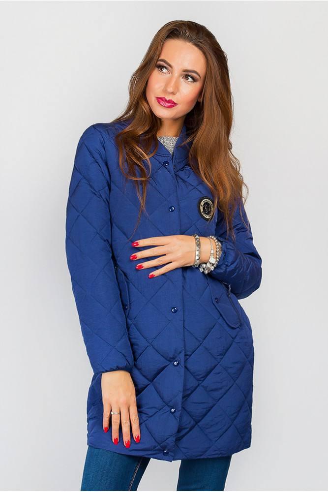 стеганая синяя куртка с декором