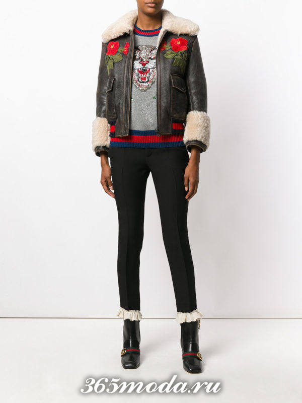 короткая кожаная куртка с вышивкой и мехом осень-зима