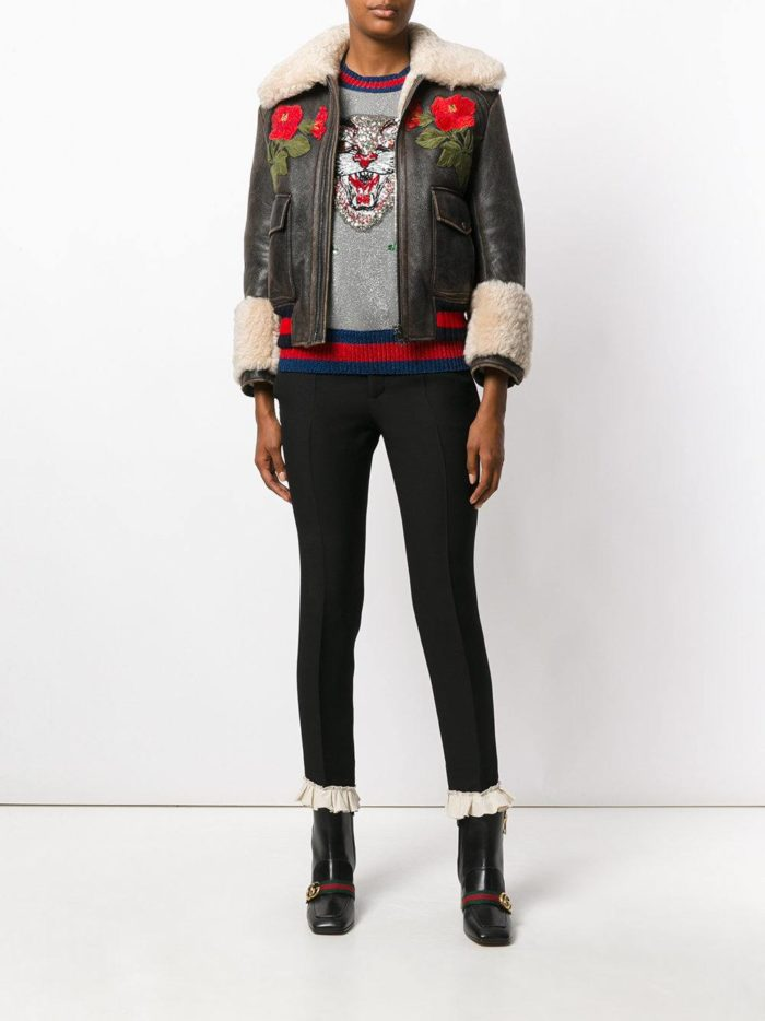 короткая кожаная куртка с вышивкой и мехом