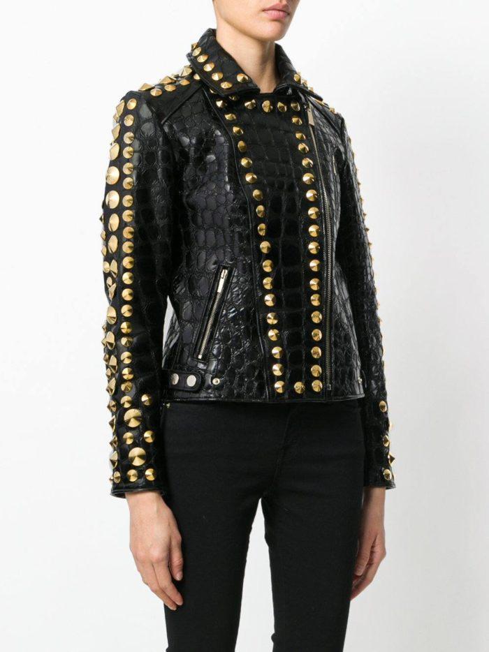 черная кожаная куртка с декором