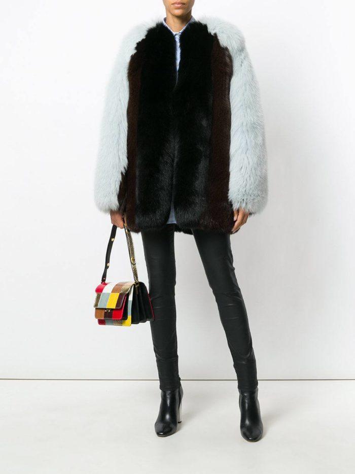 Верхняя одежда осень-зима 2019-2020: короткая двухцветная шуба