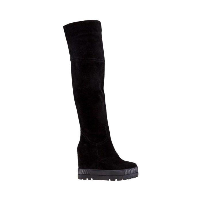 зимняя женская обувь: замшевые ботфорты на танкетке