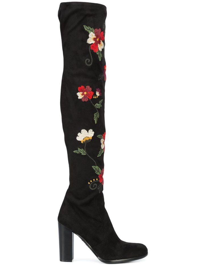 зимняя женская обувь 2019-2020: замшевые черные ботфорты с вышивкой