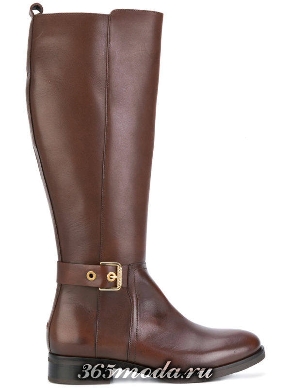 зимние коричневые сапоги без каблука с пряжкой