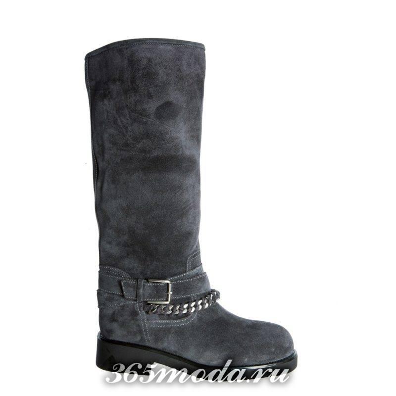 зимние серые сапоги без каблука с пряжкой